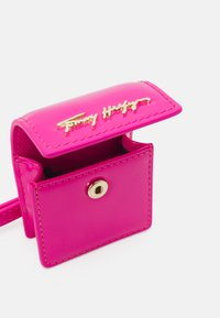 Tommy Hilfiger - ICONIC EARPHONE CASE - Other accessories - pink - 2