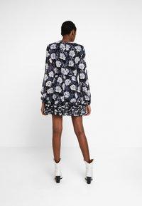Stevie May - NIGHT TRAIN MINI DRESS - Denní šaty - dark blue - 3