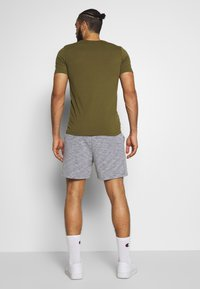 Jack & Jones Performance - JJIZSWEAT SHORT  - Sports shorts - light grey melange - 2