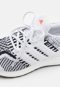 adidas Performance - ULTRABOOST 5.0 DNA UNISEX - Nøytrale løpesko - footwear white/core black - 5