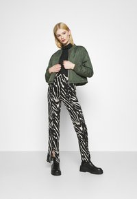 Monki - AIRY TROUSERS - Trousers - white/black - 1