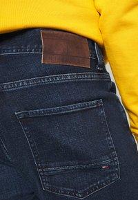 Tommy Hilfiger - CORE DENTON STRAIGHT  - Jeans a sigaretta - bridger indigo - 4