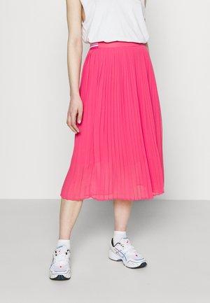 LOIS - Pleated skirt - dark chicle