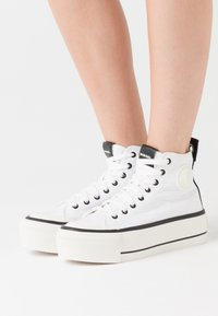 Diesel - ASTICO S-ASTICO MC WEDGE SNEAKERS - High-top trainers - white - 0