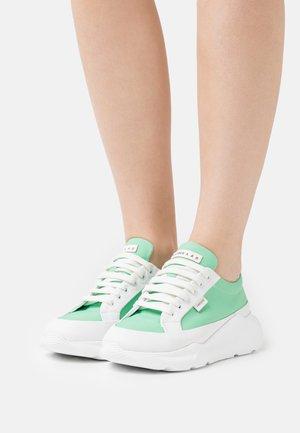 Sneakersy niskie - white/green