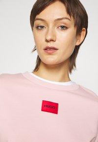 HUGO - NAKIRA - Športni pulover - light pastel pink - 3