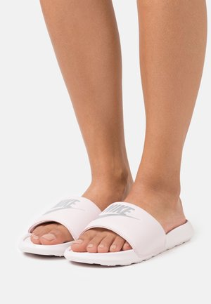 VICTORI SLIDE - Pantofle - barely rose/metallic silver