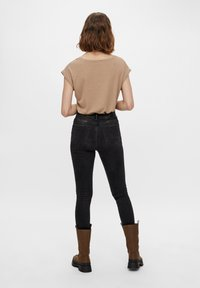 Pieces - Camiseta básica - natural - 2