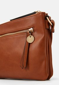 Anna Field - Across body bag - cognac - 4