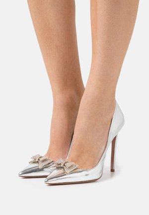 CLAUDIE  - Classic heels - specchio argento