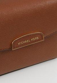MICHAEL Michael Kors - ROCHELLE CROSSBODY - Across body bag - acorn - 6