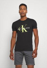 Calvin Klein Jeans - MONOGRAM LOGO SLIM TEE - T-shirt con stampa - black - 0