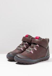 Camper - PEU PISTA KIDS - Kotníkové boty - brown - 3