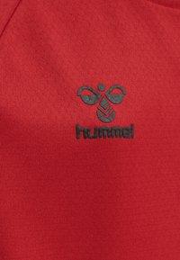 Hummel - Print T-shirt - true red - 4