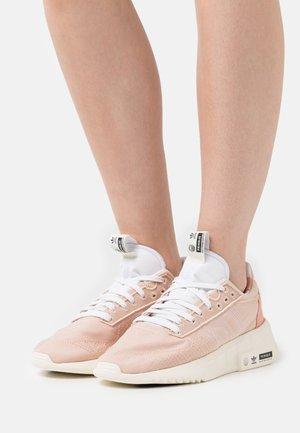 GEODIVER PRIMEBLUE - Joggesko - halo blush/footwear white/core black