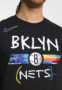 Nike Performance - DRY TEE  - Print T-shirt - black - 6