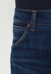 Wrangler - GREENSBORO - Straight leg jeans - dark-blue denim, light-blue denim - 3