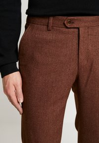 Bertoni - BLOCH TROUSER - Trousers - light brown - 6