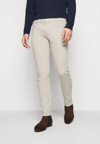 Michael Kors - PARKER - Slim fit jeans - beige - 0