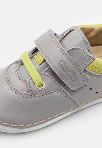 Froddo - PAIX COMBO UNISEX - Zapatos con cierre adhesivo - light grey - 5