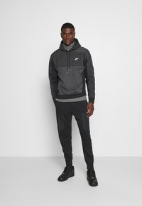 Nike Sportswear - HOODIE - Luvtröja - black heather/smoke grey/white - 1