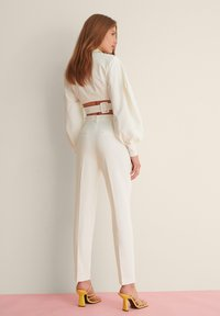 NA-KD - STRAIGHT SUIT PANTS - Trousers - white - 3