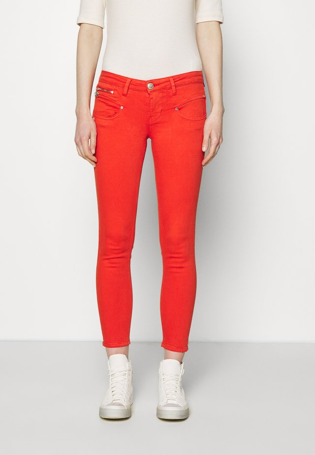 ALEXA CROPPED NEW MAGIC - Pantalon classique - fiesta