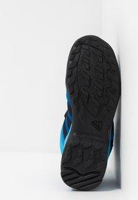 adidas Performance - TERREX AX2R MID CLIMAPROOF HIKING SHOES - Fjellsko - blue beauty/core black/shock yellow - 4