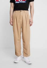 Kings Of Indigo - HENRI - Spodnie materiałowe - camel - 0