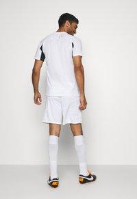 Nike Performance - PARIS ST GERMAIN SHORT - Sports shorts - white/old royal - 2