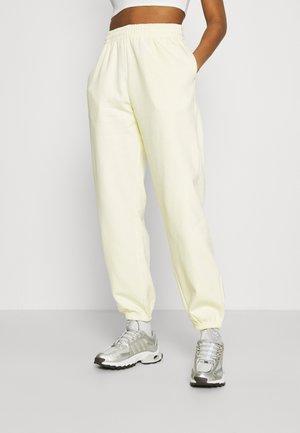 CORINNA  - Pantalones deportivos - lemon