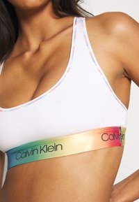 Calvin Klein Underwear - PRIDE UNLINED BRALETTE - Alustoppi - white - 4