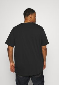 Pier One - 3 PACK - Basic T-shirt - khak/ grey /black - 4