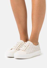 MICHAEL Michael Kors - POPPY - Sneakers laag - white - 0