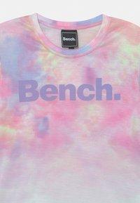 Bench - ANNALISE - Print T-shirt - white - 2