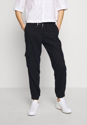 CARGO JOGGER - Cargo trousers - navy