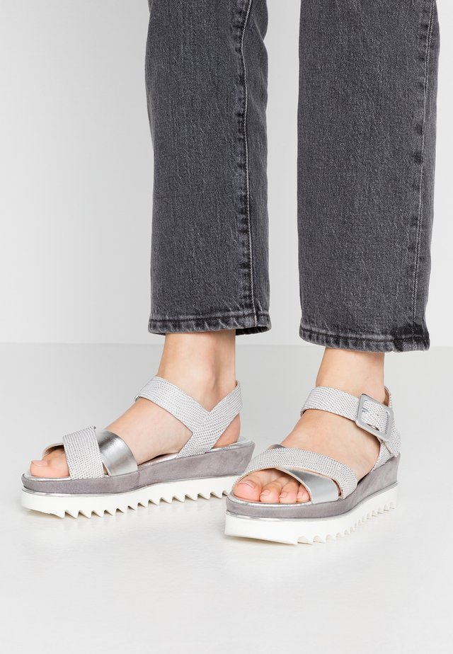 TRESPE - Korkeakorkoiset sandaalit - luxor argento