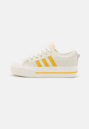NIZZA PLATFORM  - Sneakers basse - offwhite/haze yellow/chalk solid grey