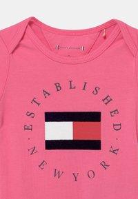 Tommy Hilfiger - BABY ESTABLISHED  - Body - exotic pink - 2