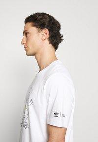 adidas Originals - TEE - Camiseta estampada - white - 3