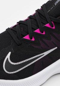 Nike Performance - QUEST 3 - Obuwie do biegania treningowe - black/metallic cool grey/dark smoke grey - 5