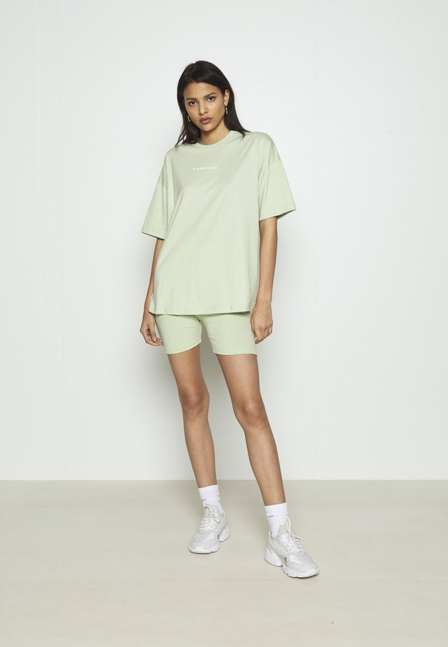 COORD & CYCLING  MISSGUIDED SET - Shorts - green