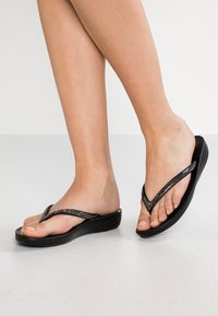 FitFlop - IQUSHION SPARKLE - Flip Flops - black - 0