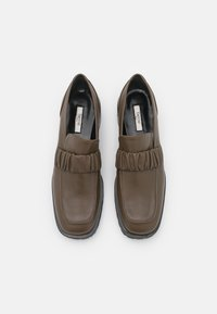 Elleme - EXCLUSIVE CHOUCHOU SQUARE LOAFER  - Slip-ons - stone - 3