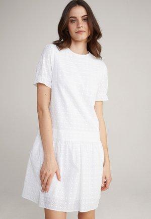 DELTA - Day dress - weiß