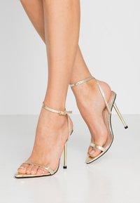 BEBO - AIVY - Sandaler med høye hæler - gold metallic - 0