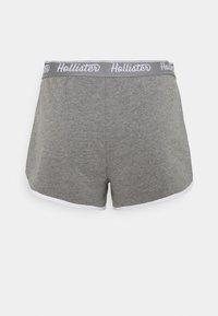 Hollister Co. - CHAIN LOGO - Shorts - grey - 6
