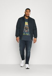 Tommy Jeans Plus - SCANTON SLIM - Slim fit jeans - CORNELL BLUE BLACK STRETCH - 1