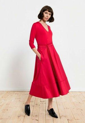 Sukienka z dżerseju - czerwień