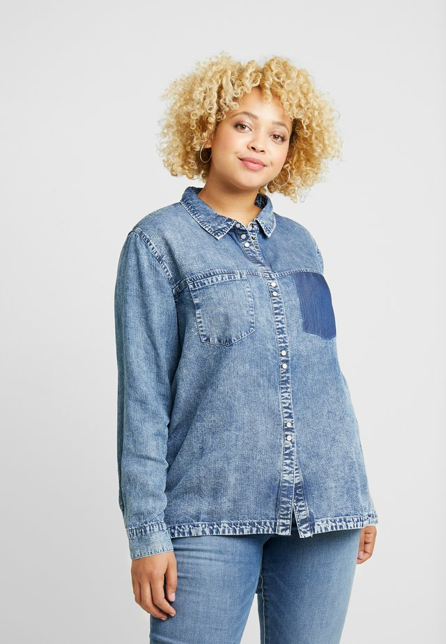 ONCARFIEKE SHIRT - Button-down blouse - light blue denim/acid wash